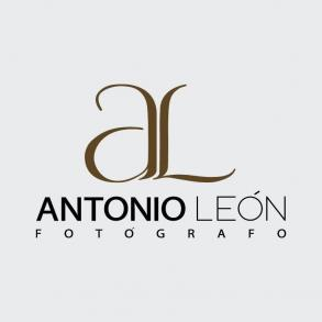 Photographers Antonio León